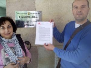 Vicky Cedrún y Raúl Liaño presentando las propuestas en el Ayuntamiento