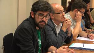 Rubén V. Carrillo, concejal de IU en Piélagos, en primer plano durante el Pleno