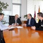Martín Chaves, concejal de IU-Ganemos, se reúne con el consejero Oria con la propuesta de crear empleo mediante la explotación de recursos en la ría de San Vicente